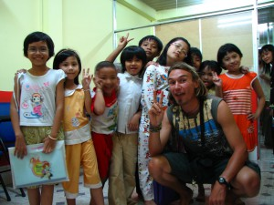 Fabien with kids in Indonesia. Copyright Emma and Fabien Tronche